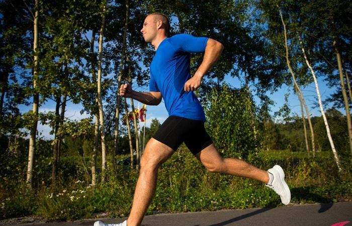 chạy bộ giúp giảm mỡ bụng nam giới nhanh hơn