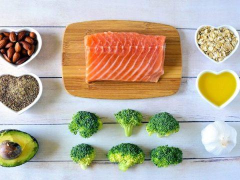 chế độ ăn kiêng lành mạnh hạn chế lượng calo nạp vào cơ thể